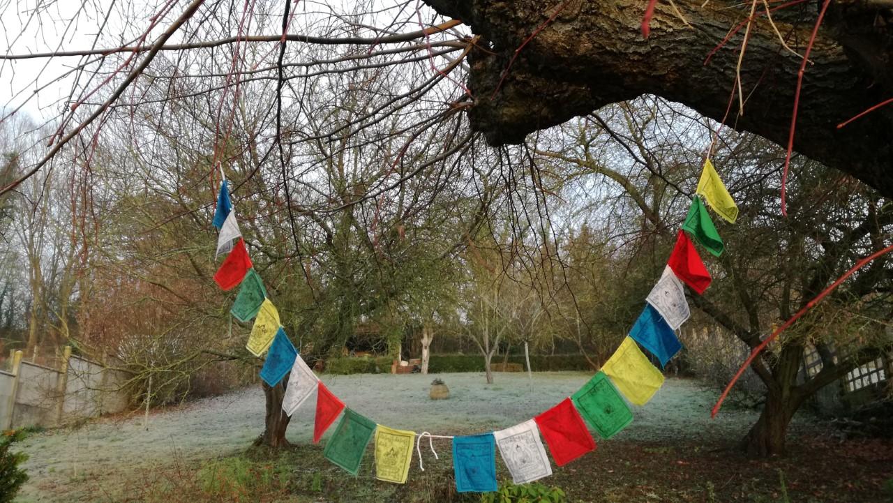 drapeau priere bouddhiste